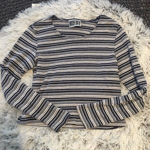 VTG long sleeved crop top
